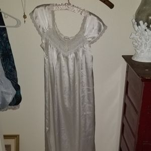 🎀 Vintage Christian Dior nightgown